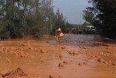 Vỡ hồ bùn đỏ, dân hoảng sợ