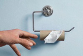 Mải cự cãi, thành phố khủng hoảng... giấy vệ sinh