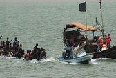 Chìm tàu tránh bão, hàng trăm người mất tích