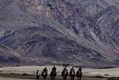 Binh lính Trung Quốc cưỡi ngựa lấn đất Ấn