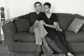 """Bà Obama """"chê"""" chồng bạc tóc ngày sinh nhật"""