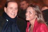 Hôn thê 28 tuổi mong mỏi được cưới ông Berlusconi
