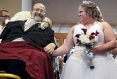 Dự lễ cưới bằng xe cứu thương