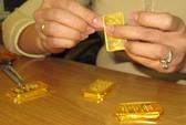 Giao dịch chậm, giá vàng vẫn tăng mạnh