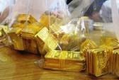 Giá vàng tuột dốc vì tin đấu thầu vàng