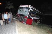 Xe tải tông xe khách trên đường đang thi công, 6 người thương vong