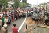 Xe tải tông liên hoàn, hai người chết