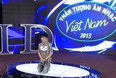 Thí sinh Vietnam Idol 2013 quỳ lạy xin thêm cơ hội