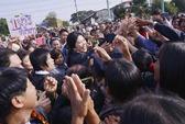 Bà Yingluck không ngồi im
