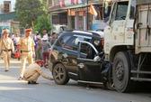 Ô tô 7 chỗ đấu đầu xe tải, 4 người chết