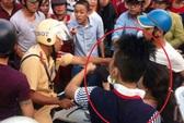 Vụ dân vây đánh CSGT: Đối tượng vi phạm cố tình chọc tức!