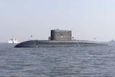 Tàu ngầm Ấn Độ bốc khói, 2 người mất tích