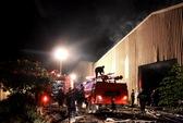 Xưởng gỗ cháy lớn trong đêm