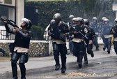 Biểu tình ở Venezuela: Cảnh sát bị bắn chết