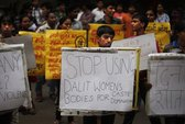 Ấn Độ: Thêm 1 thiếu nữ bị cưỡng hiếp và treo xác lên cây