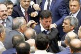 Nghị sĩ Thổ Nhĩ Kỳ cấu xé nhau trong cuộc họp quốc hội