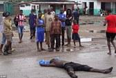 Thi thể nạn nhân Ebola bị chó ăn thịt ở Liberia