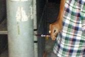 Rò rỉ điện từ đèn chiếu sáng, 1 học sinh bị điện giật chết