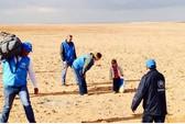 Cậu bé 4 tuổi một mình lang thang trong sa mạc