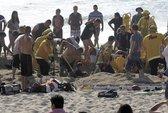 Đào hố ở bãi biển, bị cát đè chết