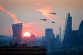 Dân London hết hồn với xe hơi bay