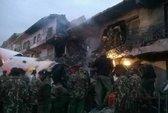 Máy bay lao vào tòa nhà thương mại, 4 người thiệt mạng
