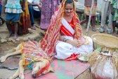 Ấn Độ: Thiếu nữ 18 tuổi kết hôn với… chó