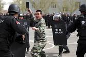 Bạo lực bùng phát sau vụ tấn công đẫm máu ở Tân Cương