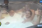 Công nhân nhà máy pho mát Nga tắm trần trong sữa?