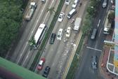 Hồng Kông: Hàng triệu USD rơi bất ngờ, người đi đường ùa ra
