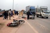 Va quẹt với xe trộn bê tông, hai người tử vong