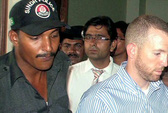 Pakistan bắt giữ nhân viên FBI