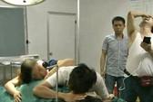 Chồng hoảng hốt phát hiện vợ tự sinh con rồi chết trên bàn mổ
