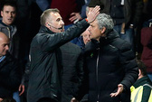 Villa Park vẫn ám Mourinho