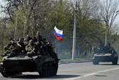 Xe bọc thép mang cờ Nga ở Đông Ukraine
