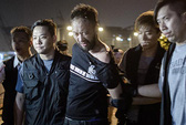 """Cảnh sát Hồng Kông """"đánh đập người biểu tình"""""""