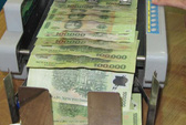 Có nên gửi tiền ngân hàng khi lãi suất liên tục giảm?