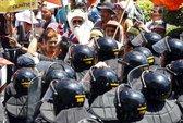 Thủ tướng tạm quyền Thái Lan chạy trốn người biểu tình
