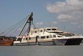 Đưa tàu Savanna gặp nạn vào bờ