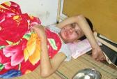 Truy tìm kẻ đánh bé trai khuyết tật dã man