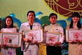 Nghệ sĩ đoạt Giải Trần Hữu Trang hớn hở khoe tài