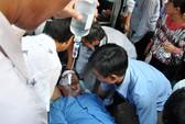 Kinh hoàng 4 cán bộ, giáo viên bị tạt axít