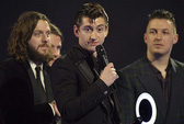 Arctic Monkeys, One Direction được vinh danh tại BRIT Awards