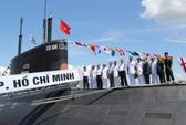 Cờ Tổ quốc tung bay trên 2 tàu ngầm Kilo 636 Hà Nội và TP Hồ Chí Minh
