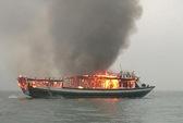 Cháy tàu du lịch trên Vịnh Hạ Long, 17 khách hú vía