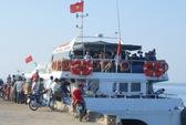 """Hơn 250 hành khách """"thót tim"""" vì tàu mắc cạn"""