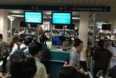 Không được ngồi gần vợ, TGĐ đánh an ninh sân bay, xé vé người khác