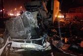 Xe khách đối đầu container: 12 người thương vong