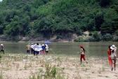 Rủ nhau tắm sông, 3 cháu nhỏ trong 1 gia đình chết đuối thương tâm