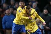Wilshere và Giroud lập công, Arsenal trở lại ngôi đầu